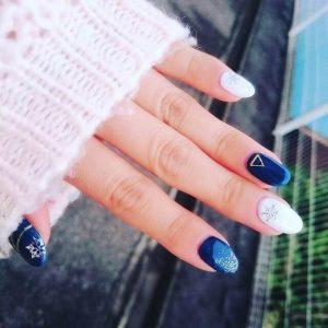 この冬トレンド☆季節感のある青のデザインネイル♪